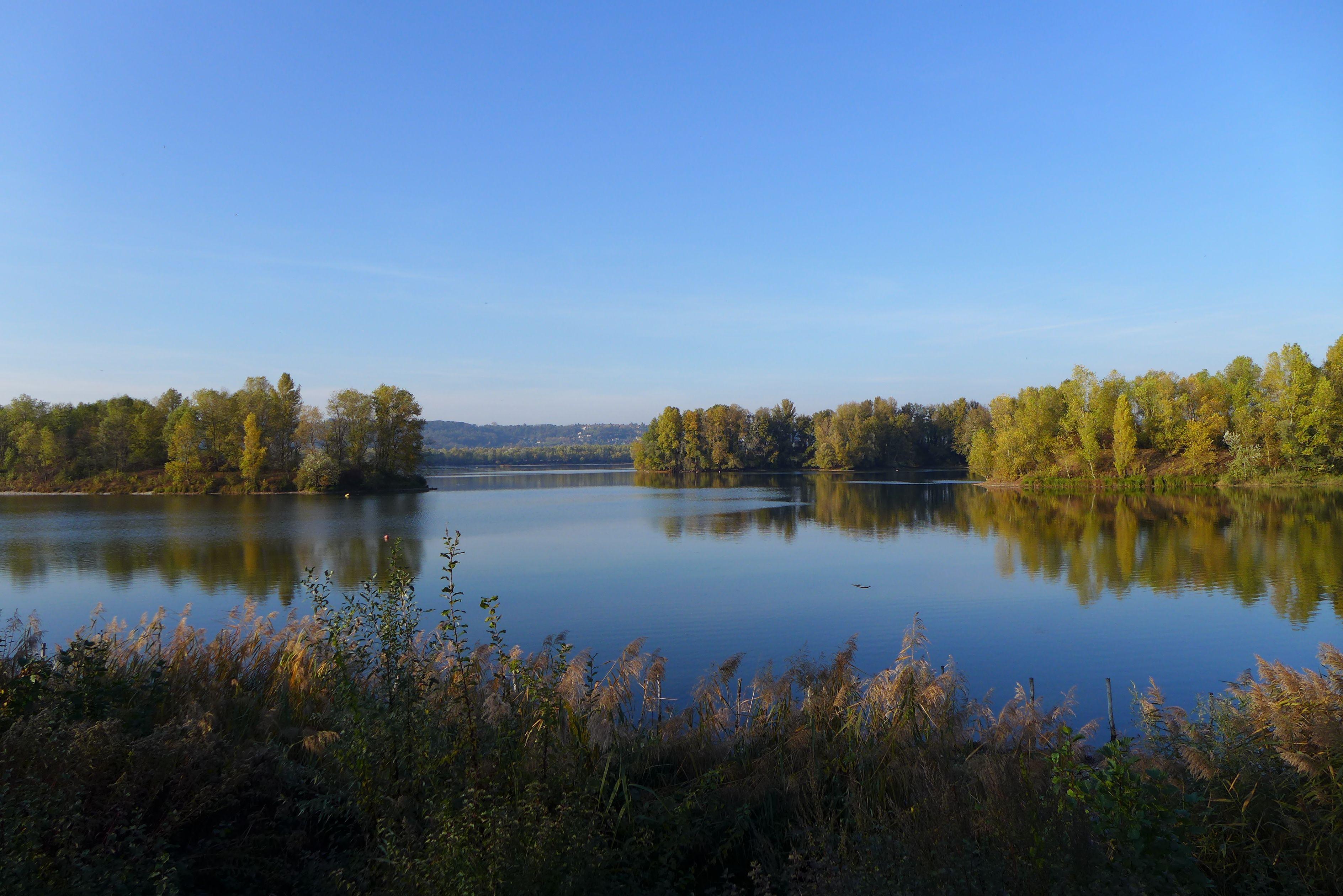Lac Miribel, couleurs automne, région de Lyon