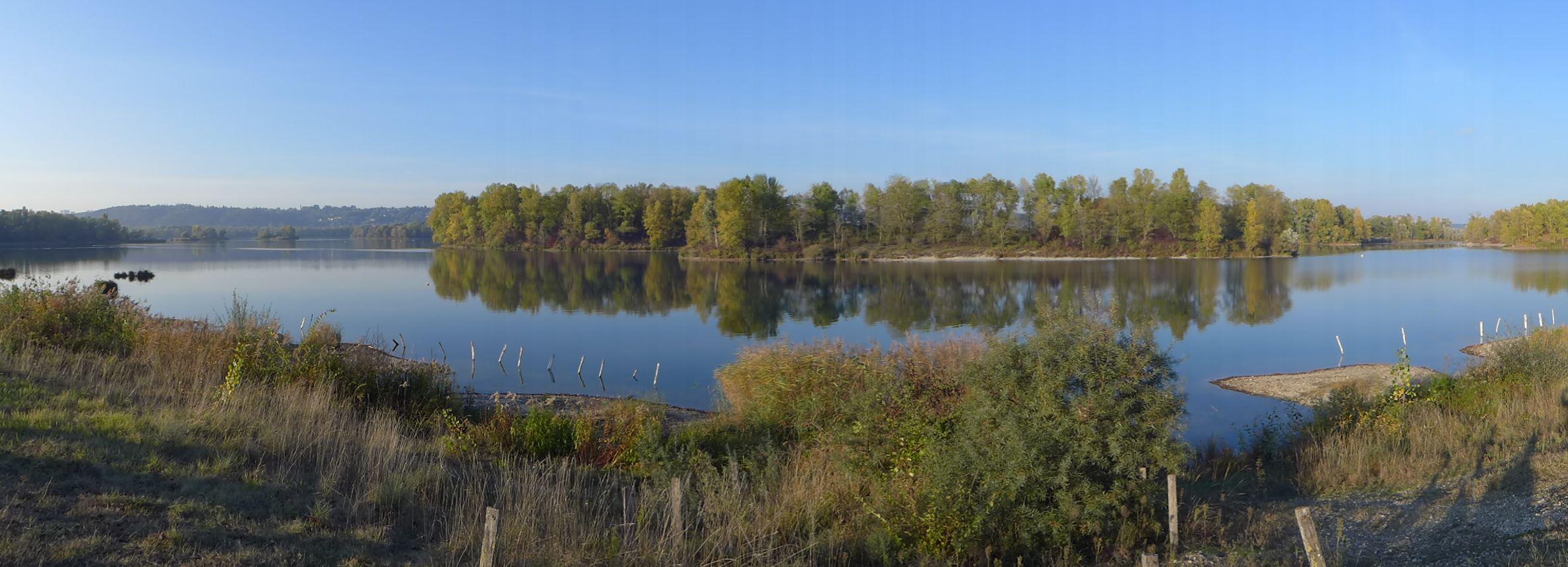 Lac des eaux bleues, automne, Miribel Jonage, région de Lyon