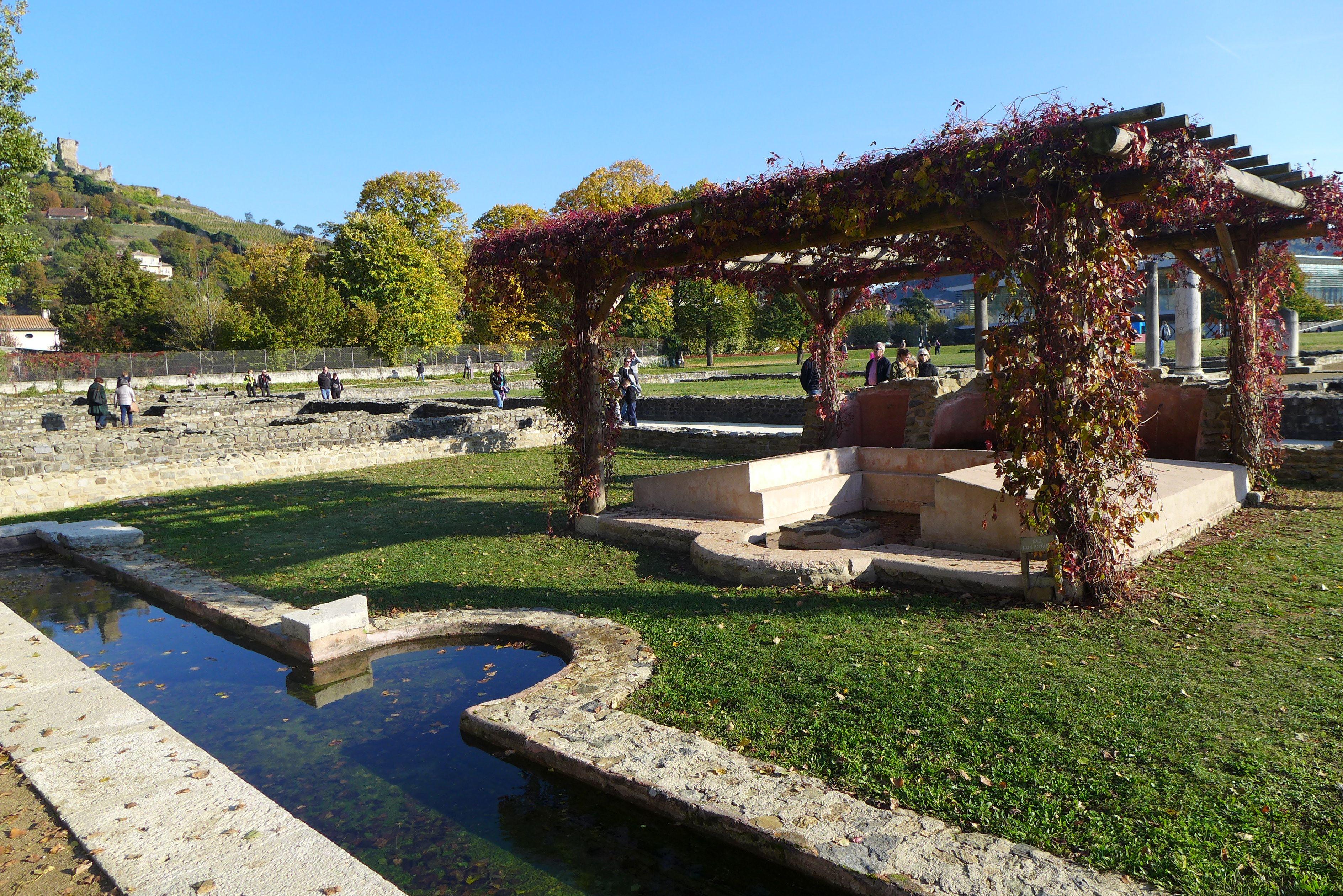 Bassin maison aux cinq mosaïques, Musée Saint Romain en Gal, région de Lyon